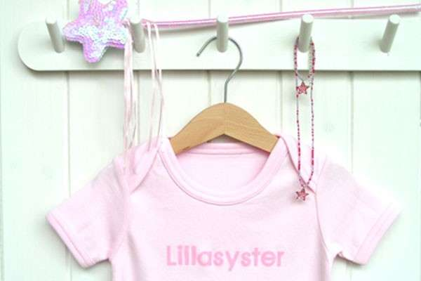 "Liten Jag Onesie ""Lillasyster"" (little sister) 0 - 3 Months - Click Image to Close"